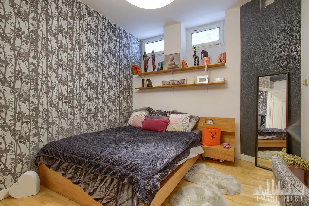 młodzieżowa sypialnia na poddaszu