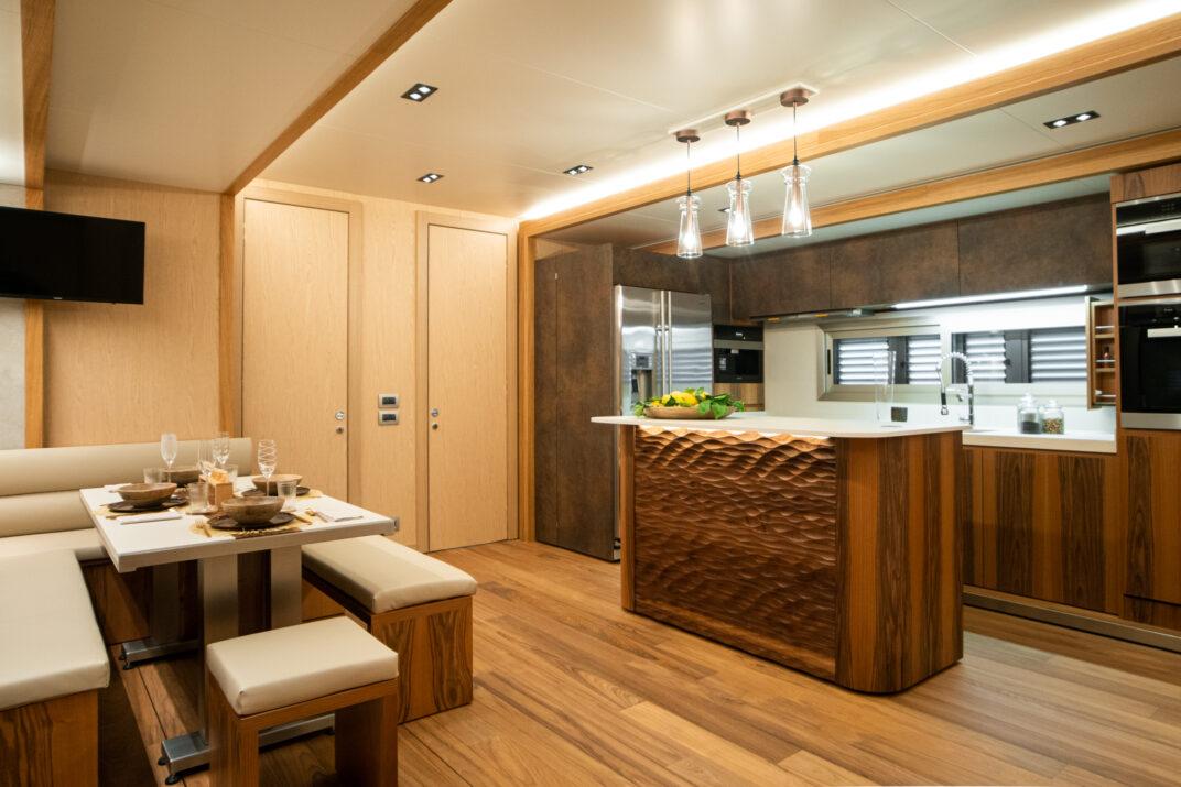 Kuchnia luksusowej przyczepy mieszkalnej