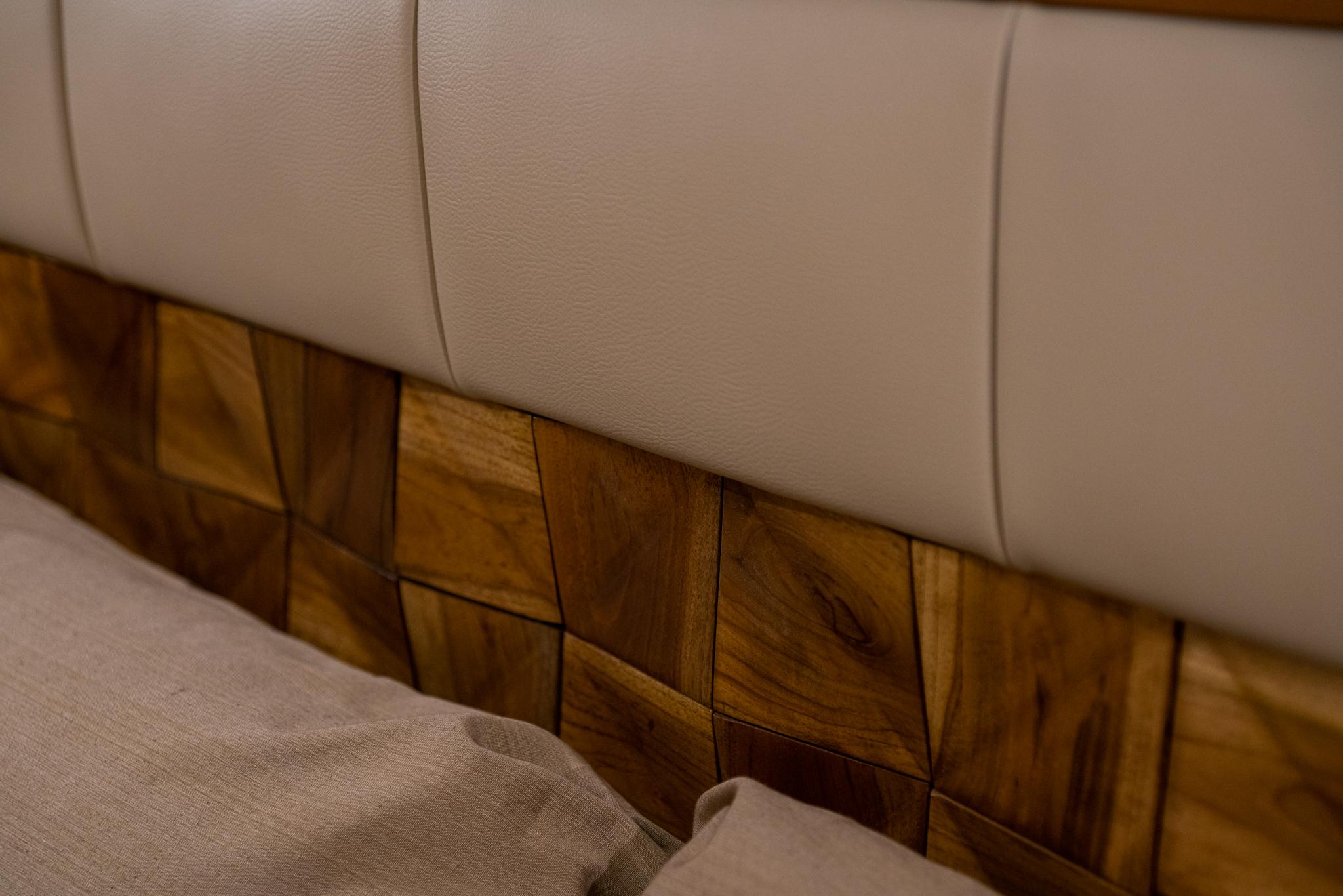 Detal zagłówka luksusowego łóżka