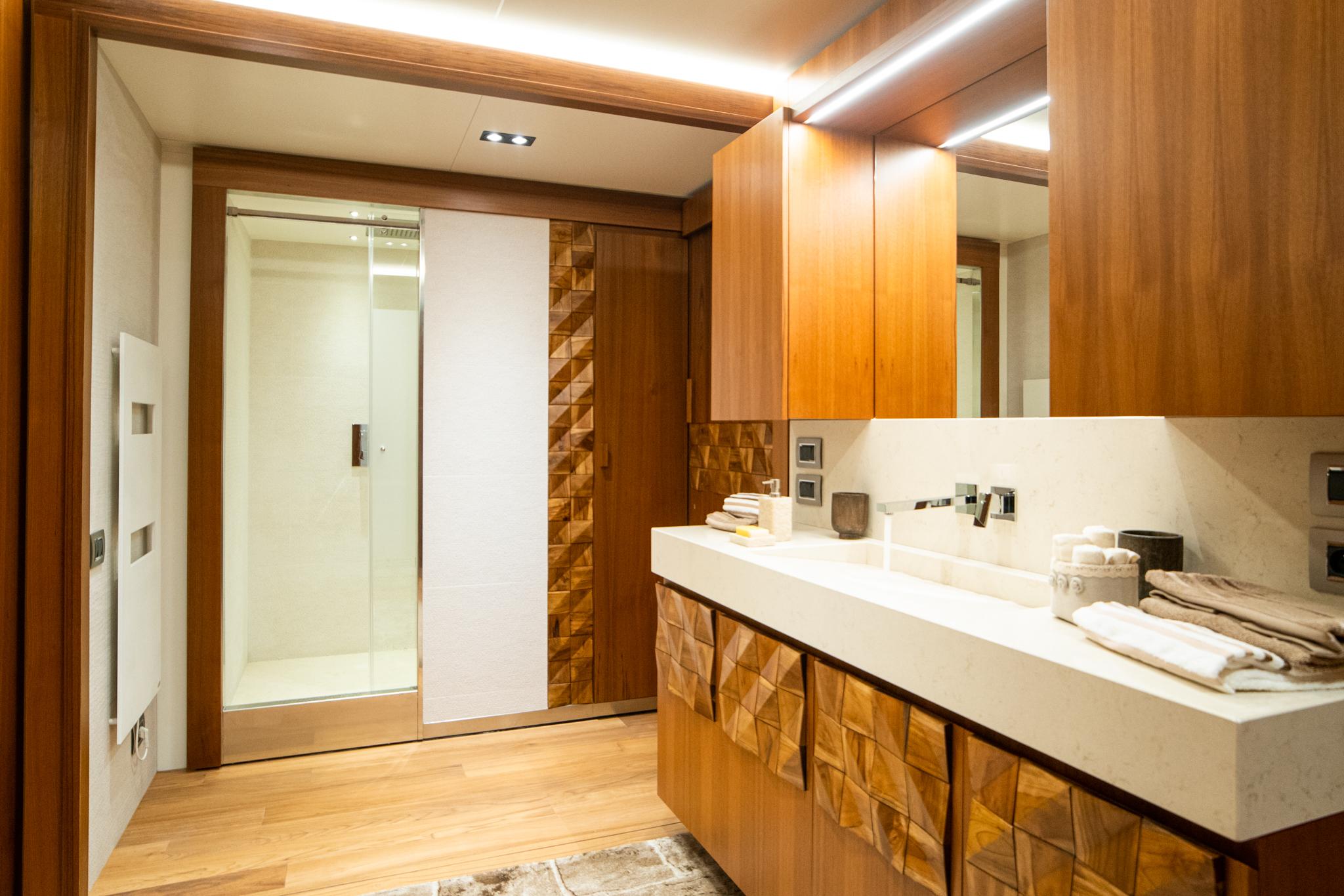 Luksusowa łazienka w przyczepie mieszkalnej
