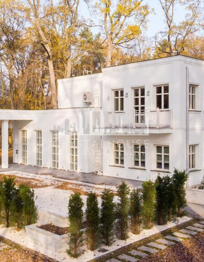 A new and never inhabited luxurious modernist villa in Podkowa Leśna