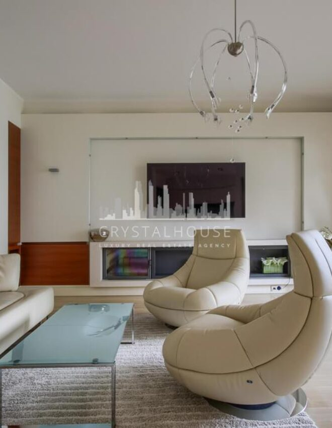 The Opera Residence: an apartment in a very classic style