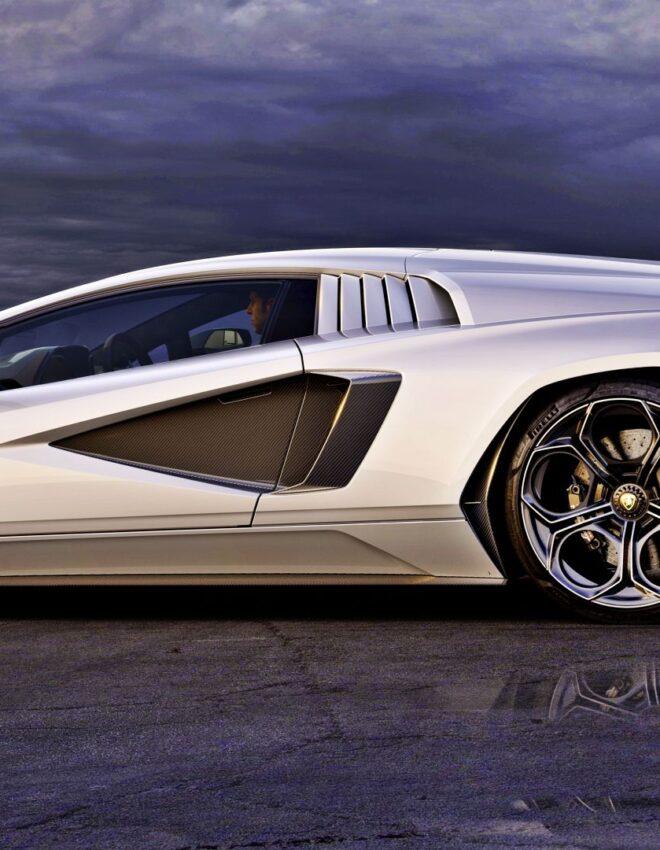 Nowe Lamborghini Countach wjeżdża na salony!
